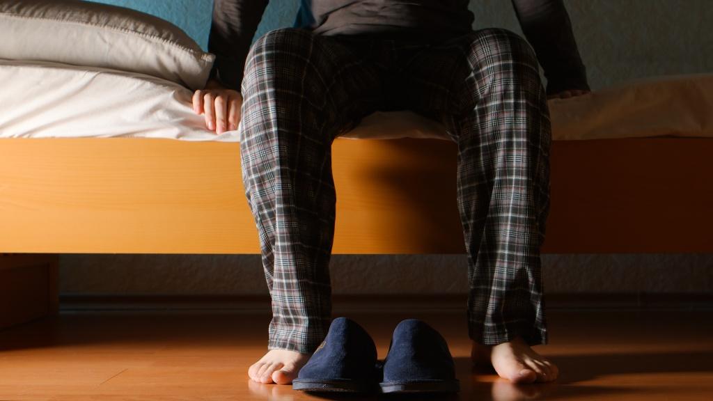 Отек ног у пожилых людей: причины и лечение