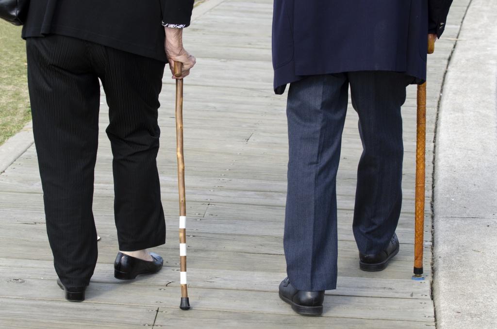 Сильные отеки ног, лечение у пожилых людей