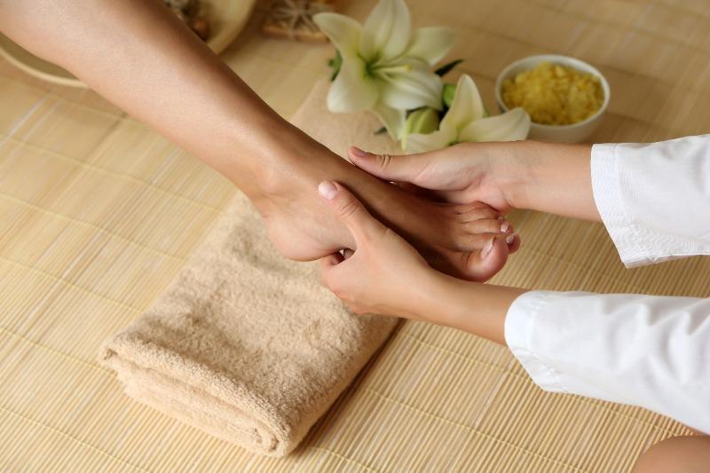 К чему снится знакомый делает массаж ног